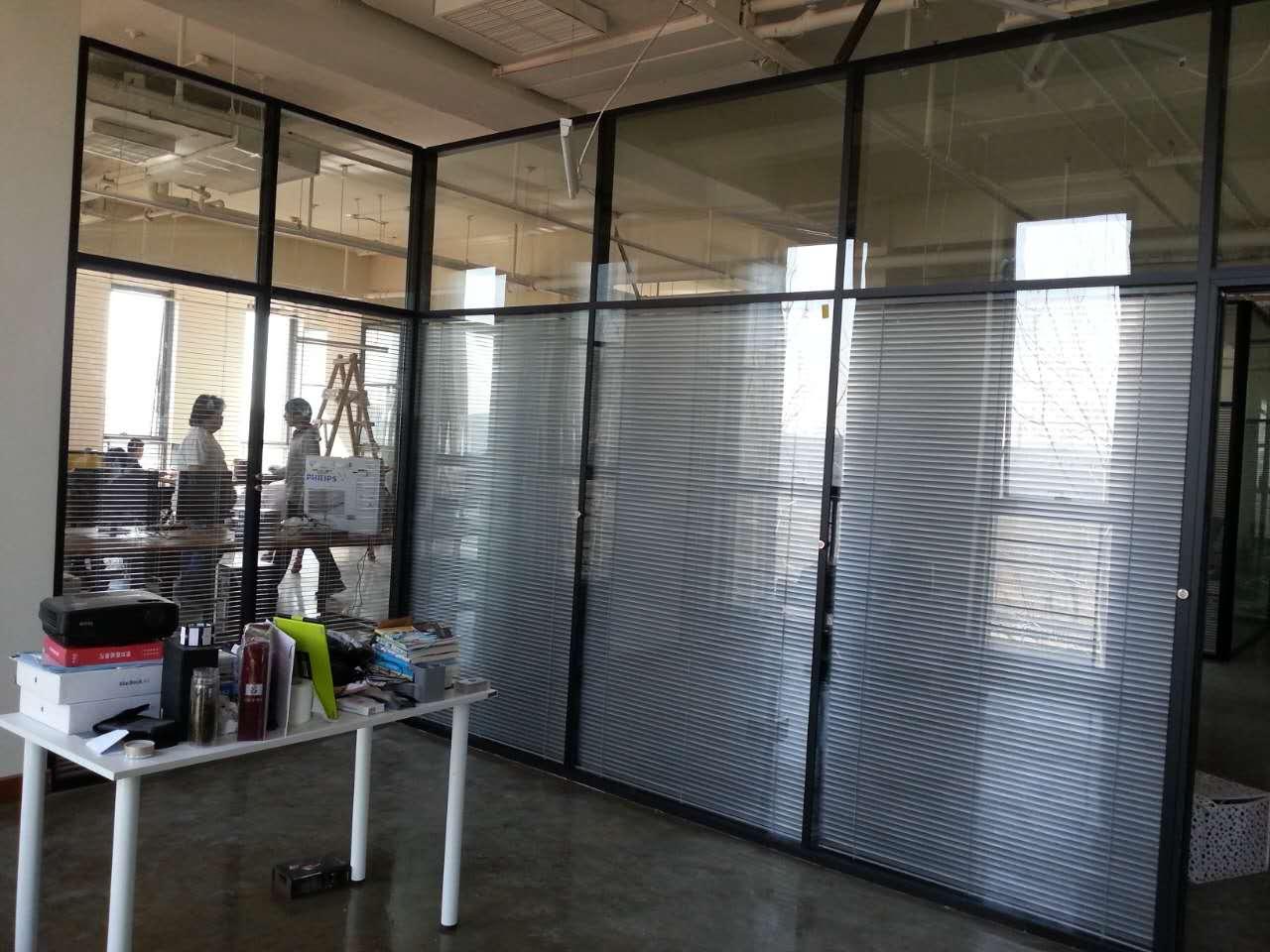 厂区办公楼双层玻璃夹百叶隔断实例效果图
