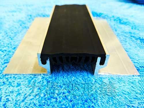 单列嵌入式地面变形缝