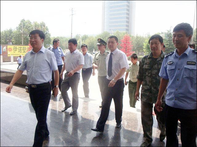 酒店坐落在曲阳县城恒山中路路北,西邻商务局