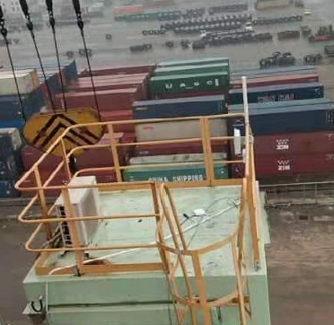 Wireless video surveillance solution for dock and port cranes