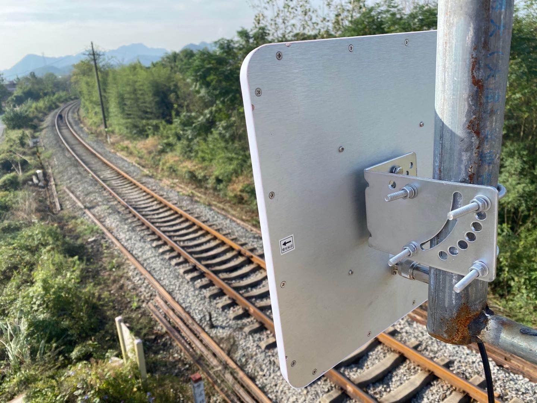 基于智能无线漫游的机车和道口之间联动监控