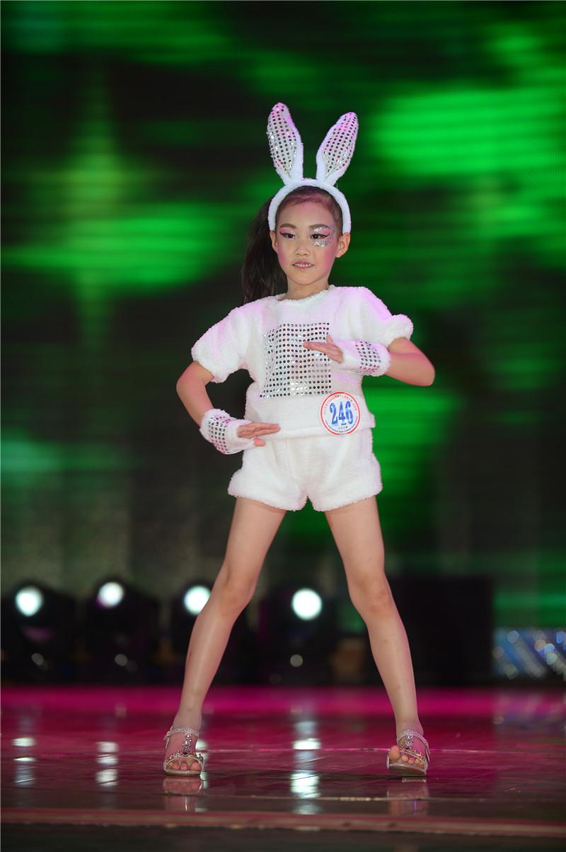 張智涵—2015SKMD中國國際超級少兒模特大賽——幼兒組金獎