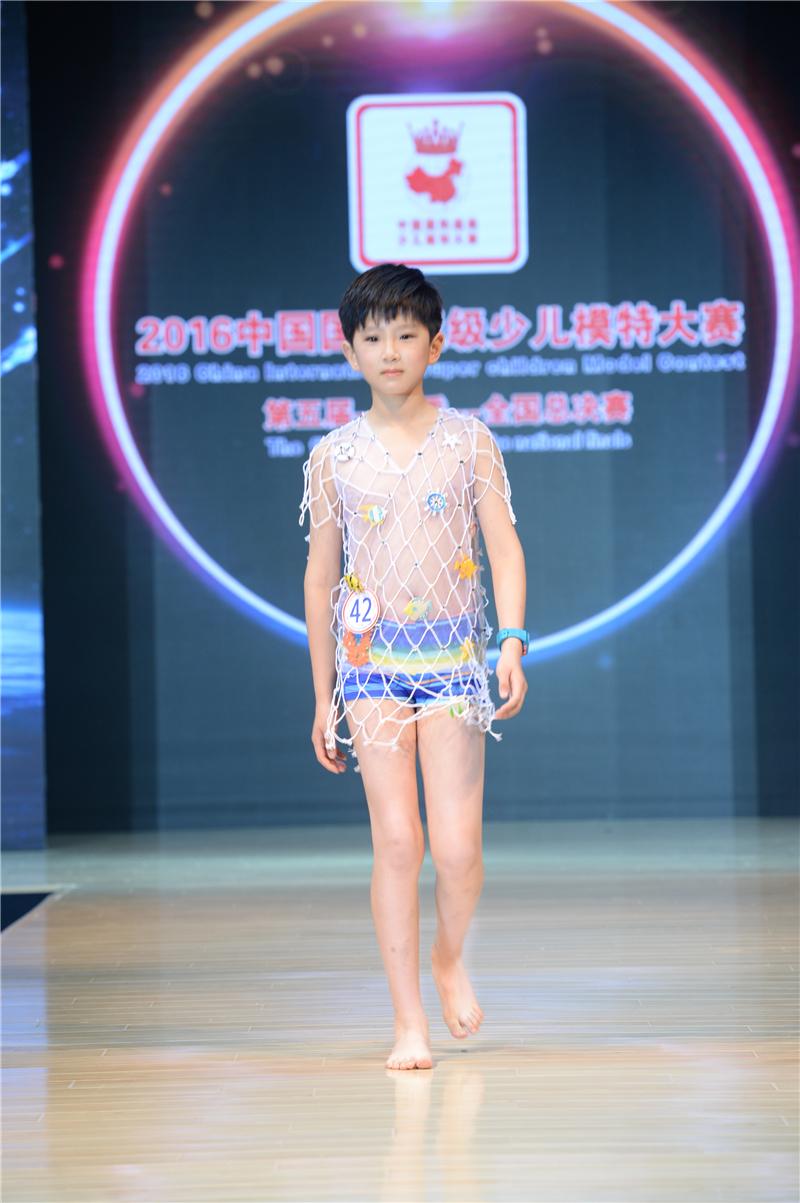 袁鋮——2016中國國際超級少兒模特大賽——少兒組金獎