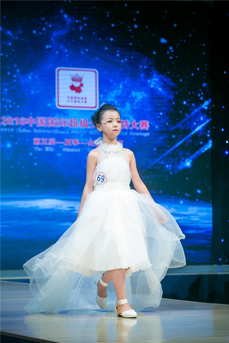周溫馨——2016中國國際超級少兒模特大賽——少兒組金獎