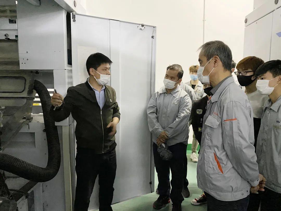 公司清梳技术部开展设备清洁维护保养交流活动