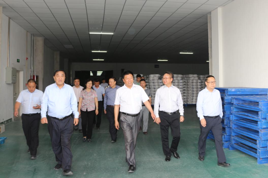 中国纺织工业联合会会长王天凯一行 莅临新疆富丽震纶考察指导