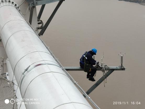 莱维塞尔380 米高空作业!世界最高输电双子塔--气象资源梯度观测