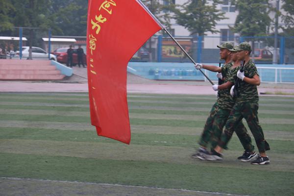 河北涿州中学2018级新生军训闭幕