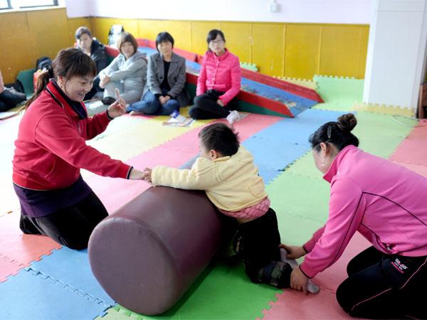 脑瘫儿童家长接受免费培训