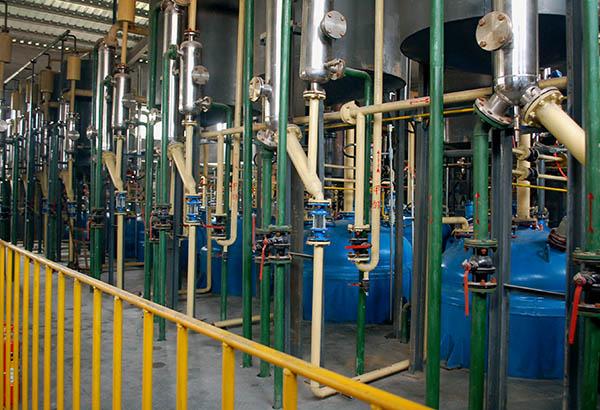 昌达化工引进国外先进生产工艺和技术设备,建设起了国内领先的专业化、高效化、规模化、持续化的甲醇钠制备生产及出口基地,图为生产厂家昌达厂区,实景摄影.