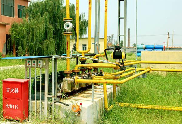 昌达化工引进国外先进生产技术、工艺和设备,建设起了国内领先的专业化、高效化、规模化、持续化的甲醇钠、乙醇钠系列生产及出口基地,图为生产厂家昌达厂区,实景摄影