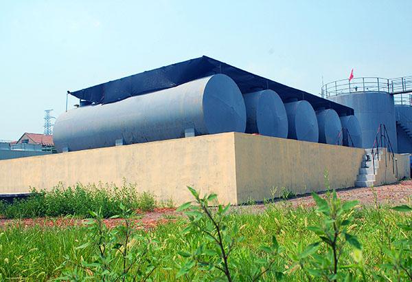 昌达化工引进国外先进生产技术、工艺和设备,建设起了国内领先的专业化、高效化、规模化、持续化的甲醇钠、乙醇钠、辛醇钠系列产品生产及出口基地,图为昌达厂区,实景摄影照片