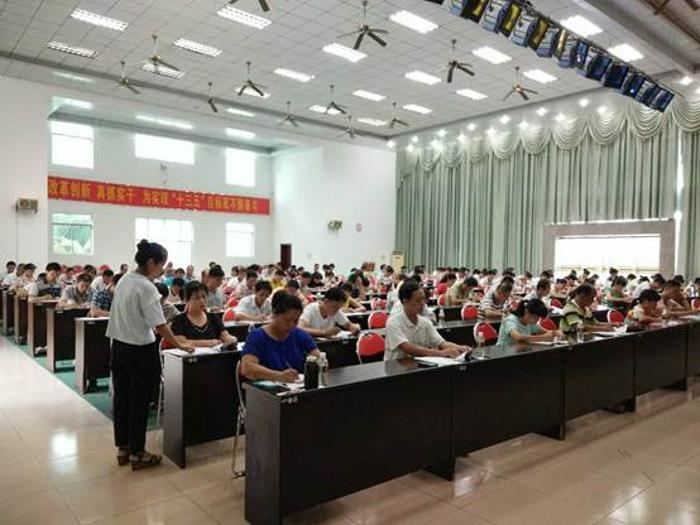 2016年海南省海口市进行岗位练兵和技能竞赛理论考试(图)