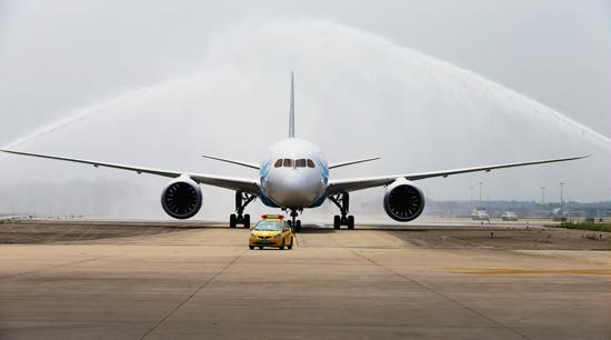 b787实现了中型飞机尺寸和大型飞机航程的完美结合