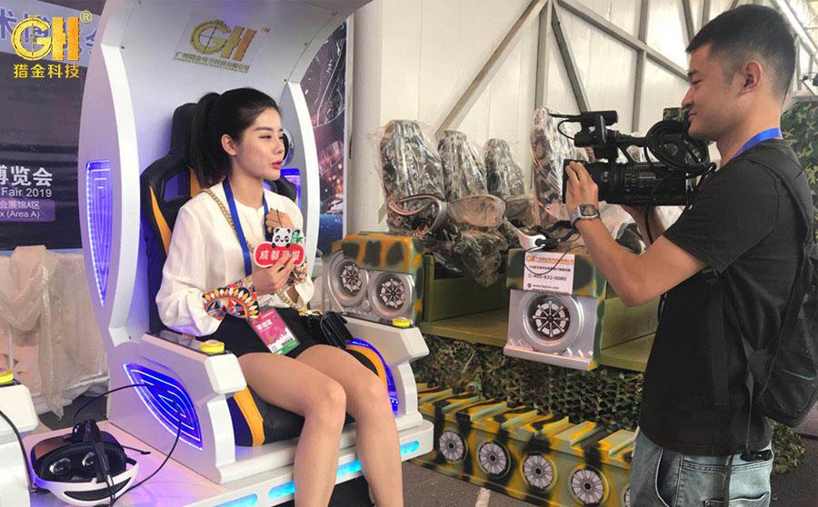 猎金VR体验馆科普VR产品猎神射击馆产品在四川绵阳科博会迎来当地媒体采访