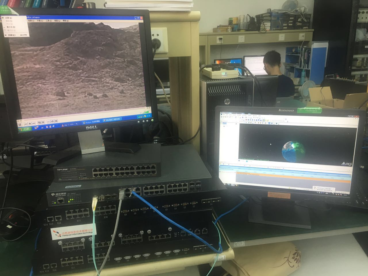 针对航天某卫星公司的需求,对其低轨道卫星中的星载路由器中的路由协议进行移植组网性能的半物理验证。