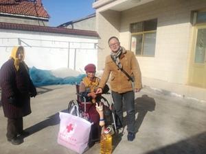 县红十字会慰问特殊困难家庭