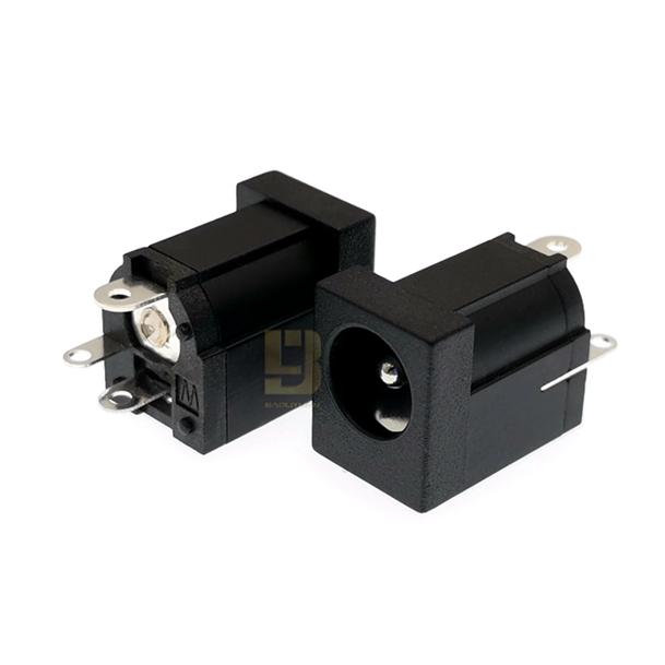 DC005ZФ2.0/2.5 6.3(14*9*11)PA66 大电流5A 180°新型DC电源插座