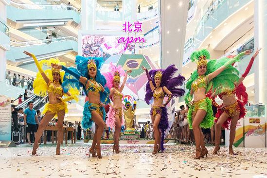 北京商场32位人体彩绘美女模特惊艳亮相,看的我流鼻血