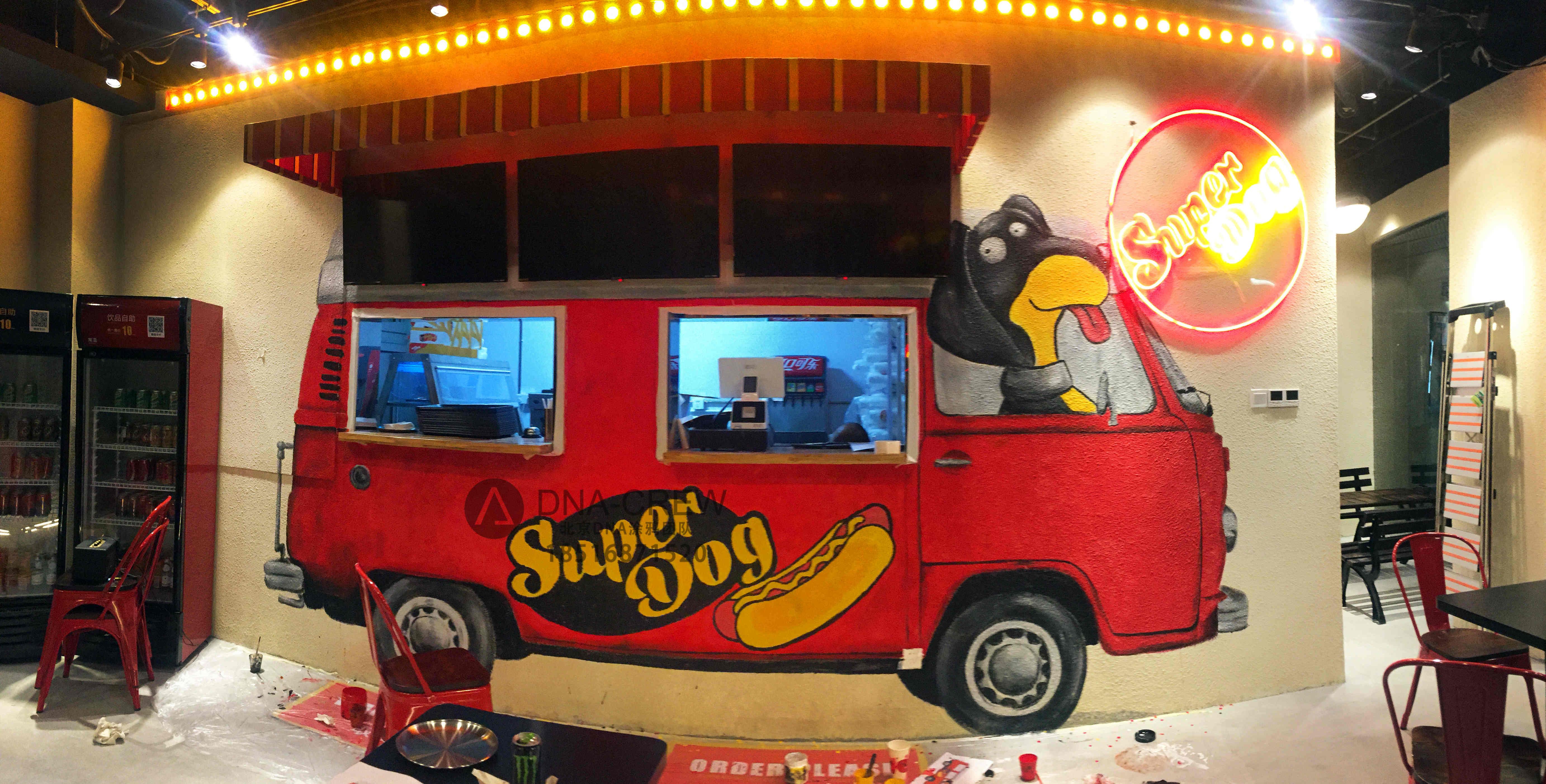 北京dna涂鸦团队_网红超级热狗SUPER DOG三里屯店手绘大众复古热狗车_墙绘全教程