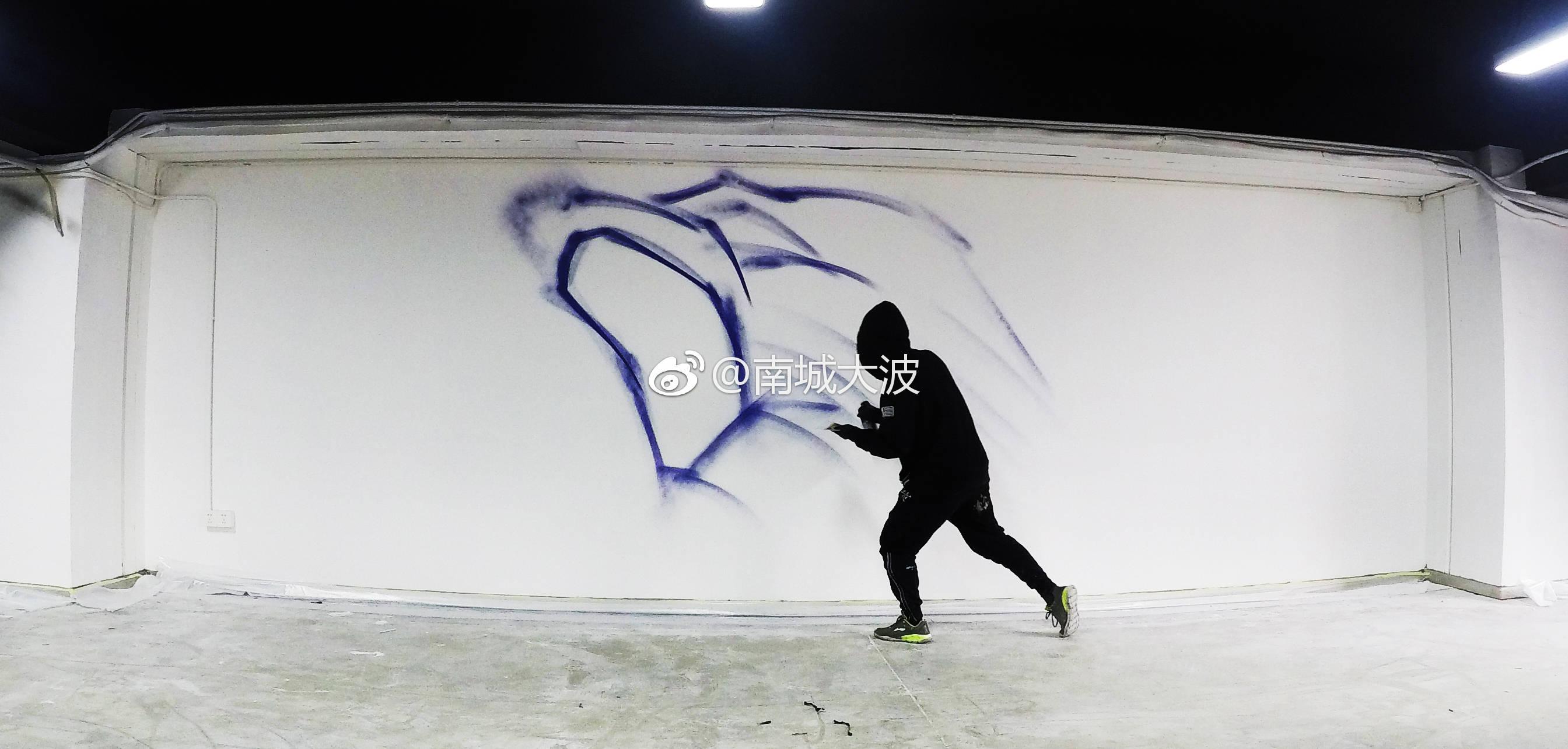 """北京涂鸦团队@南城大波哥从北京到广州进行街头涂鸦艺术创作""""沉淀与爆发""""青铜王者的PK"""