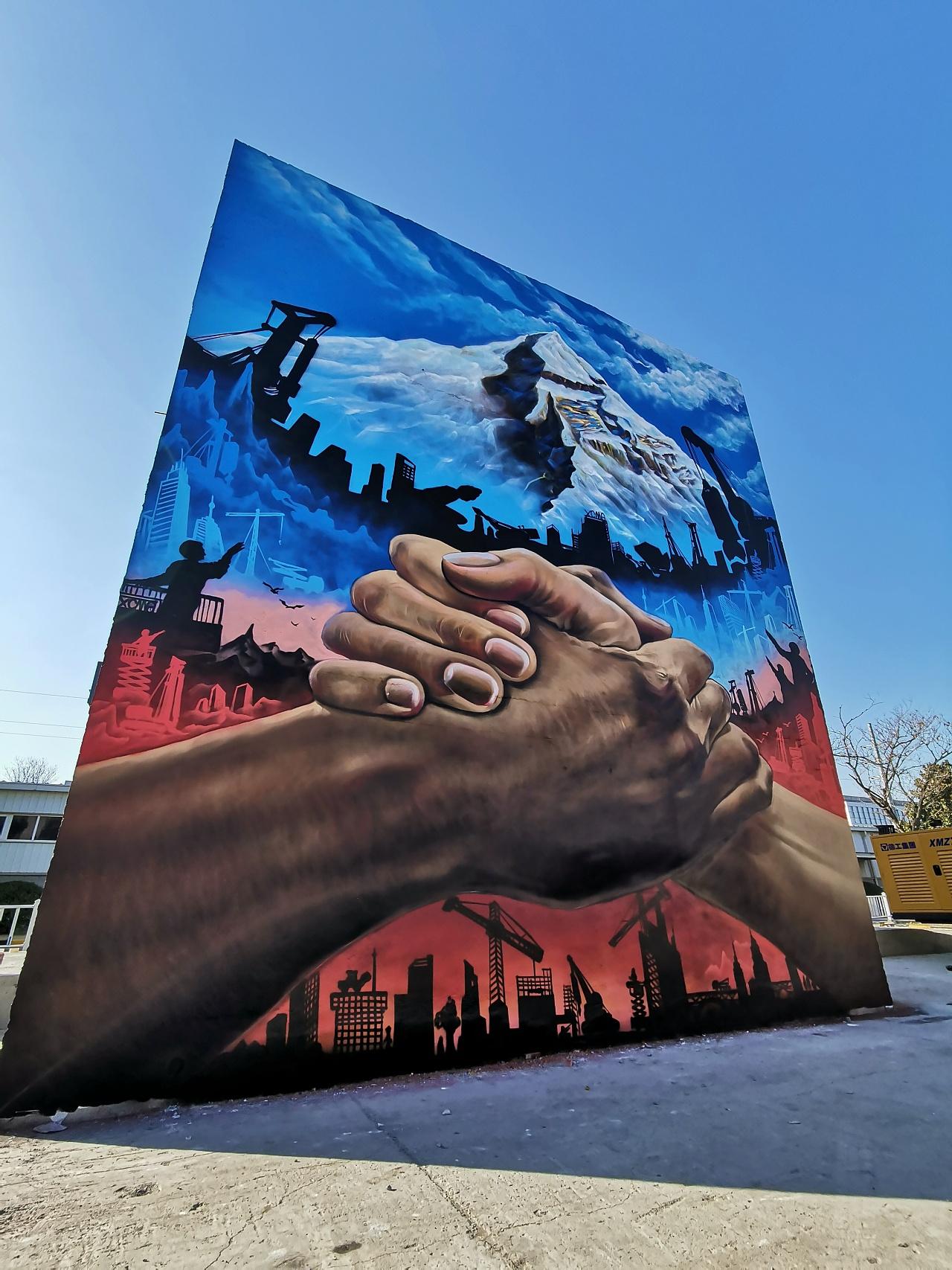 2020跨界艺术涂鸦魅力_街头涂鸦与徐州徐工机械完美结合_北京dna街头涂鸦团队