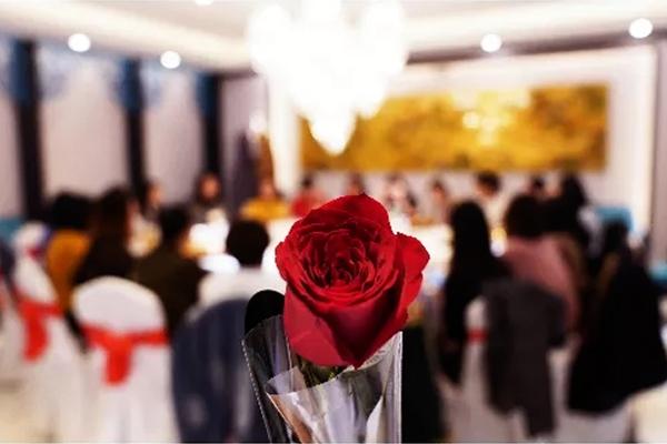 同步女神节,铿锵玫瑰红