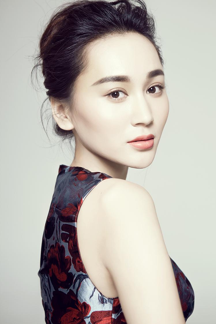 王艺嘉签约华夏文广 氧气美女踏新程