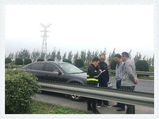 我公司参加市高速分局组织的含山-旧馆220kV线路工程32#-33#跨S12申嘉湖高速涉路施工现场勘察