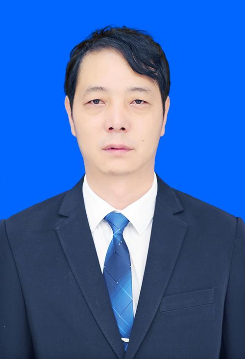 董事长(兼总经理):杨辉
