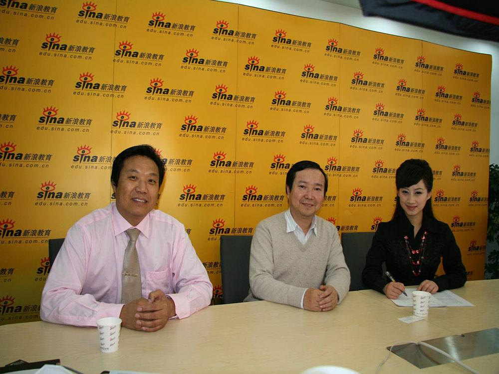 和巨人教育尹雄董事长一起在新浪网访谈
