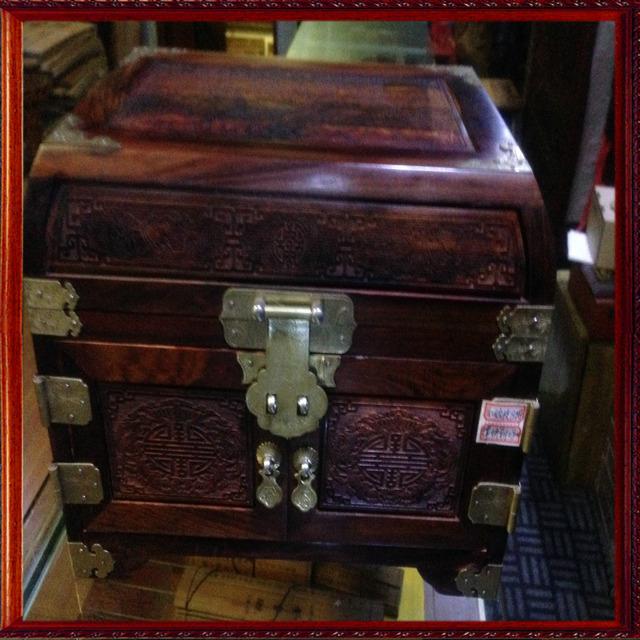 最新商品:仿古木雕非洲花梨木首饰箱