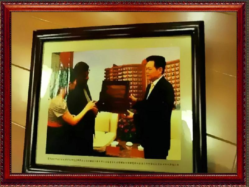 以往回顾,王群书记代表家乡人民向外国友人问好!