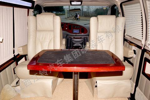 福特E250超豪华商务车
