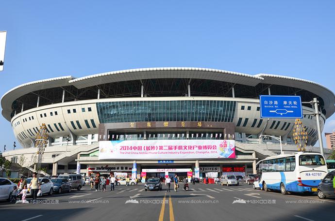 贺龙体育馆正门