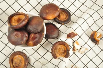 糖小山散称香菇脆