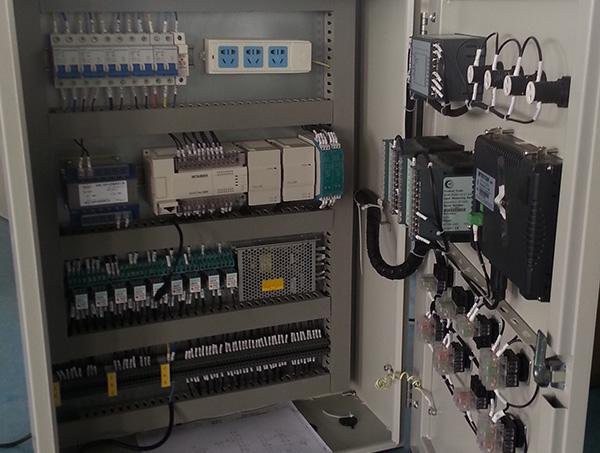 三角華茂華盛185KW變頻供水柜