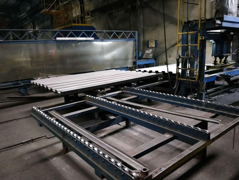钢板自动化传送及自动直缝焊接设备