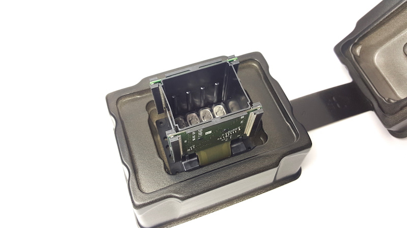 Picture of original epson dx7 printhead for roland RE-640/FH-740/RF-640/VS-640/XF-640