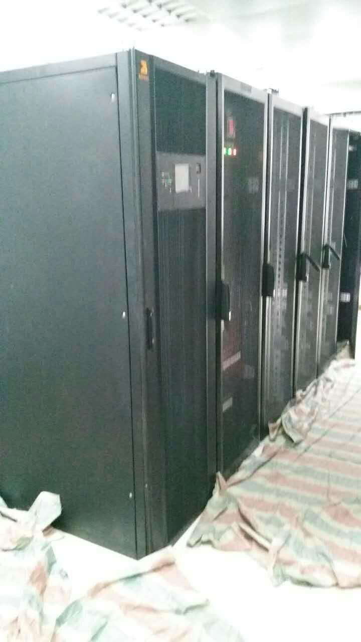 赤峰市某银行60KVA模块电源施工现场