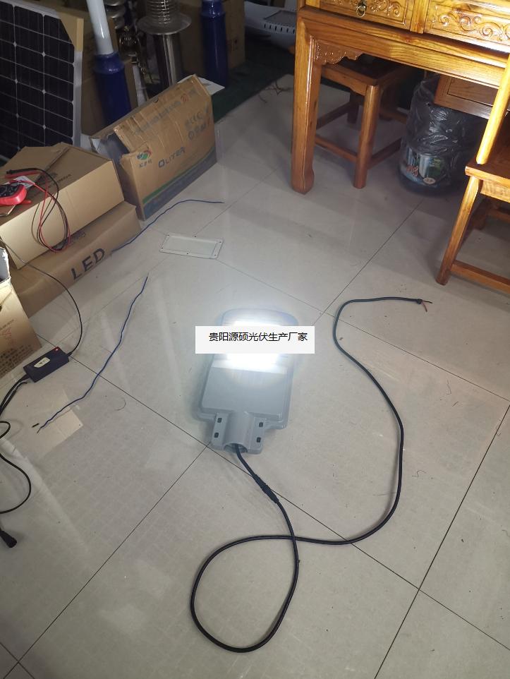 源硕高科技专利自主研发特殊太阳能路灯灯头