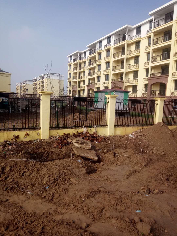 阜阳众鼎护栏厂为淮北和谐新家园安装锌钢护栏