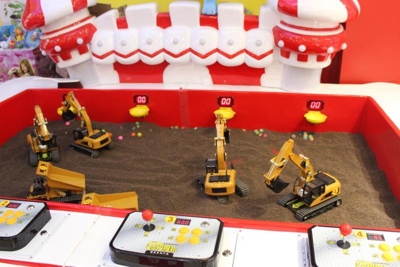 挖掘机挖沙娱乐展示