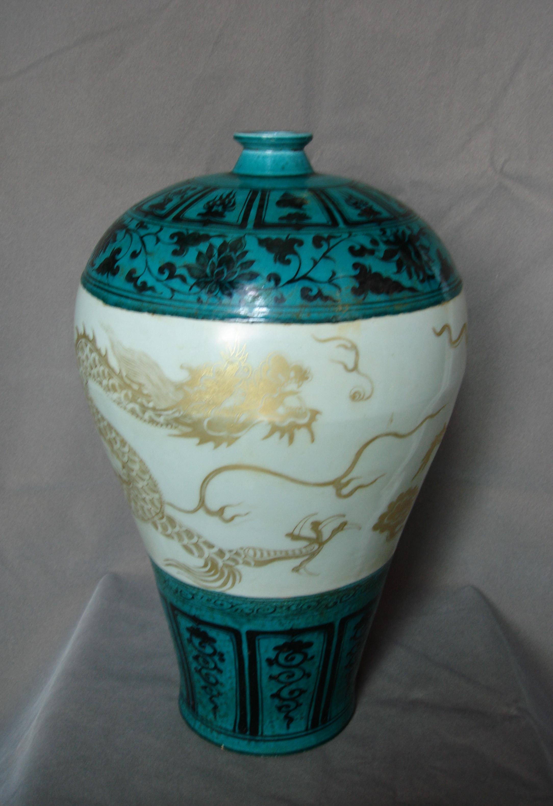 元孔雀绿釉描金龙纹梅瓶