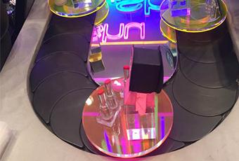 旋转展示,硬悍为高端精品,化妆品,珠宝等公司定制的旋转展示台