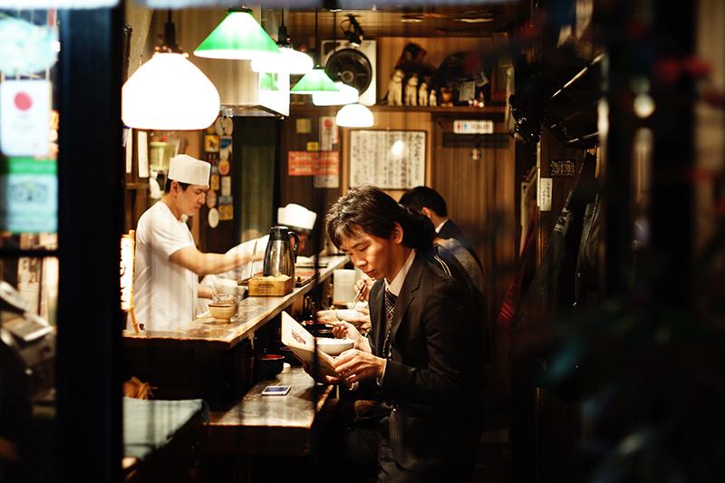 传统寿司店营业中图片