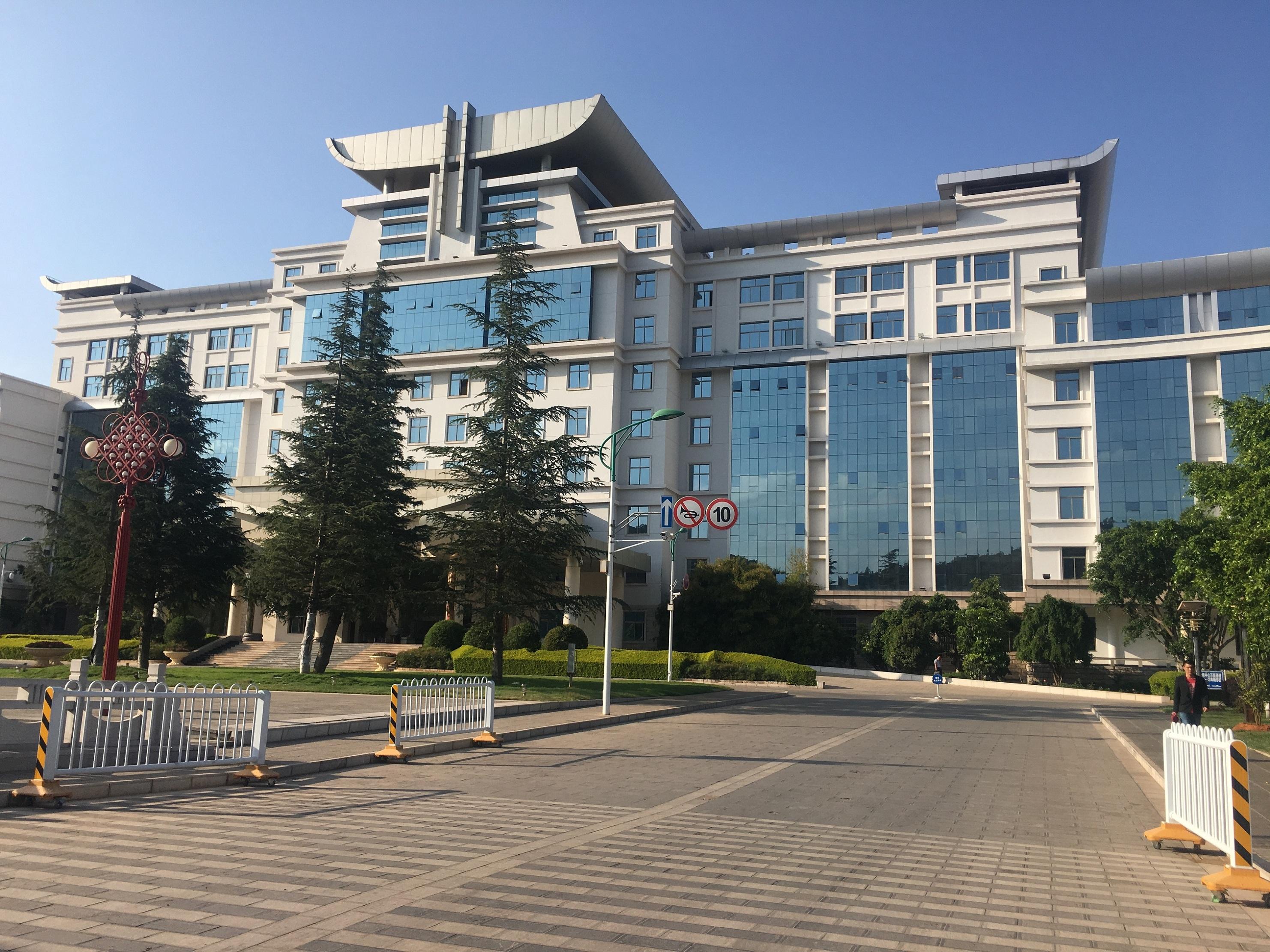 云南楚雄州政府办公楼GRC线条、EPS线条改造工程