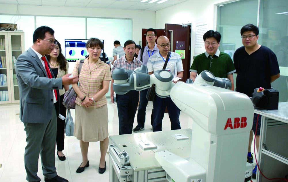 中国职业技术教育学会副会长李祖平莅临中德智能制造实训基地指导工作