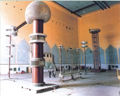 国内一流的高压试验室,拥有1600kV工频试验变压器(从德国引进)以及4800kV冲击电压发生器