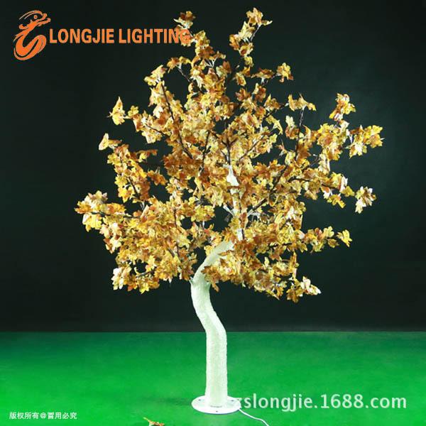 684灯高2米,8个72灯枫叶树支。树杆108个灯,滴胶发光